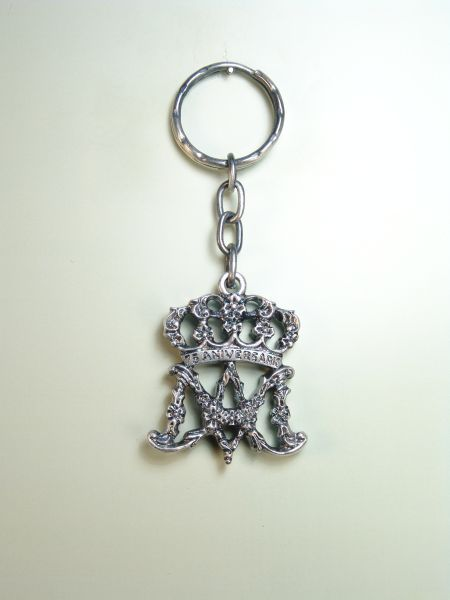 "RELIGIOUS KEYCHAINS HERLDICOS RELIEVE ""AVE MARIA CROWNED"""