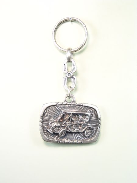 "SOUVENIRS AUTOMOTIVE KEY ""CAR ON TIME AND FLUTED OVAL RELIEF ORLA"""