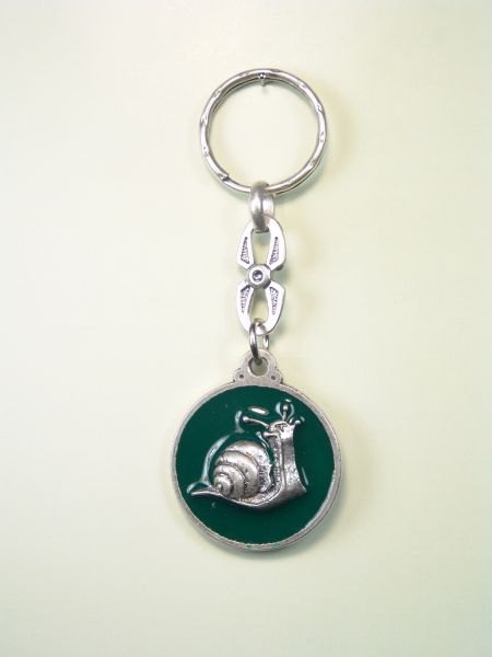 """SOUVENIRS KEYCHAIN hunts """"ORLA DRIVING ON SNAIL one colored enamel"""""""