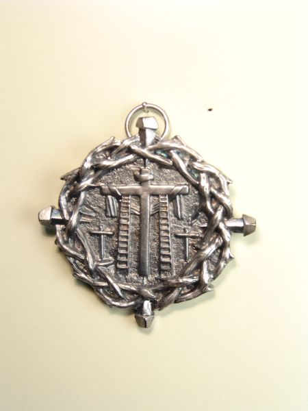 """HERLDICAS religious medals RELIEF """"SCALES WITH SANTA CRUZ bordered with crown of thorns and NAILS 60 MM"""""""